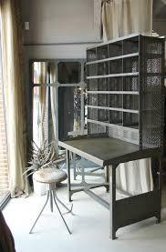 bureau tri postal ancien meuble de tri postal décapé et vernis loft dépendances