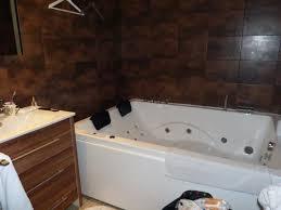 chambre baignoire balneo la salle de bain avec baignoire balnéo photo de hotel beausejour