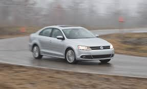 volkswagen gli hatchback 2013 vw jetta comparison test hybrid vs tdi vs gli vs 2 5