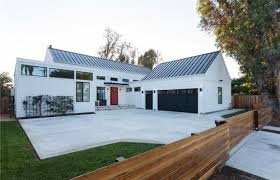 In The Home Tarek El Moussa Of Flip Or Flop Buys 2 28 Million Costa Mesa