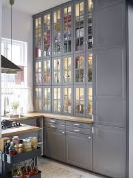 comment relooker une cuisine ancienne relooker une cuisine rustique repeindre les meubles de cuisine la