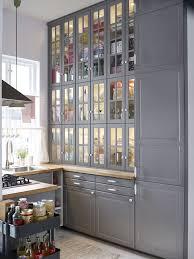 peindre cuisine rustique relooker une cuisine rustique repeindre les meubles de cuisine la