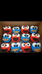 elmo cupcakes how to elmo and cookie cupcakes elmo cookies cookie
