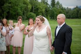 wedding photos meets the carrying s on wedding day