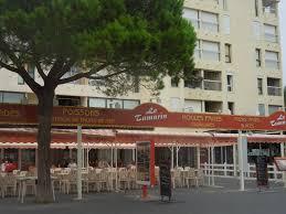 la terrasse du restaurant au port photo de le tamarin