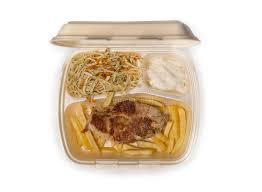 cuisine à emporter viande pommes frites et salade grillées de poulet en nourriture