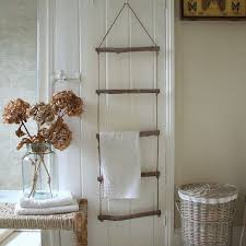 Bathroom Towel Storage Baskets by Best 25 Ladder Towel Racks Ideas On Pinterest Rustic Bathrooms