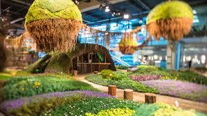 magical gardens in zürich crowd