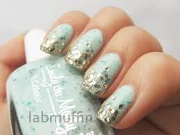 nail art tutorial how to create a glitter gradient using a cotton