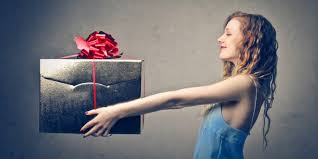 traditionelle hochzeitsgeschenke traditionelle vs ausgefallene hochzeitsgeschenke cecile brautmoden
