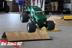 bigfoot 4 monster truck review u2013 pro line destroyer clodbuster tires big squid rc u2013 news