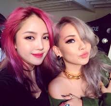 makeup artist book cl snaps a photo with makeup artist pony soompi