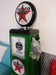 mobilier diner americain pompes à essence américaine texaco deco americaine