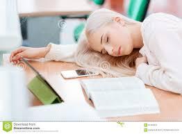 le bureau fille la fille dort sur le bureau image stock image du fatigue