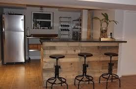 bar dans une cuisine faire un bar en palette pour crer un espace de vie plus convivial