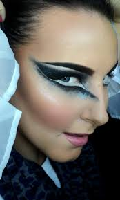 Black Eye Makeup For Halloween Best 10 Black Swan Event Ideas On Pinterest Swans Black Swan