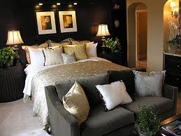 simple and elegant bedroom decor with black wall for awesome look