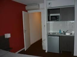 chambre d hotel avec chambre avec cuisine semi équipée photo de aparthotel adagio