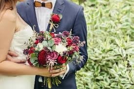 wedding flowers diy wedding flowers to diy or not to diy weddingbee