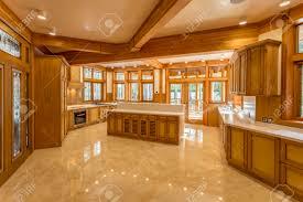 marmorplatte küche große küche aus holz im öko haus gemacht küchenmöbel und