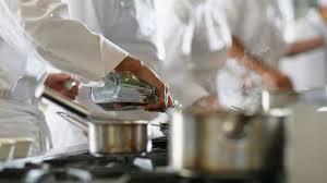 la brigade de cuisine violences et addictions en cuisine l express styles