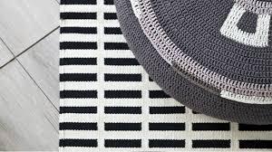 tappeti moderni bianchi e neri tappeti scandinavi eleganti geometrie per la casa dalani e ora