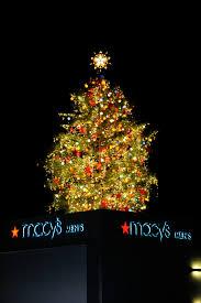 lighting of macy s great tree is thanksgiving atlanta