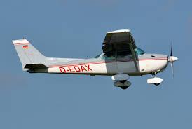 file cessna 172m skyhawk d edax 02 jpg wikimedia commons