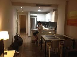 des vers dans la cuisine vue à partir du salon vers la cuisine picture of espais blaus