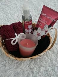 Spa Gift Basket Ideas Best 25 Spa Gifts Ideas On Pinterest Nail Polish Gifts Diy Spa