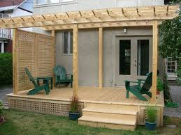 deck and pergola with side screen gives total privacy from
