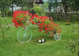 upcycling bikes unique backyard decoration from bicycle flower