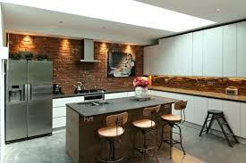 meuble cuisine bois brut ilot cuisine bois coquette cuisine industrielle mur en briques