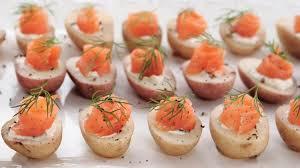canapés saumon fumé canapés de pommes de terre au saumon fumé sobeys inc