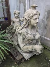 statues de jardin en pierre paire de sphinges aux puttis en pierre reconstituée statue de