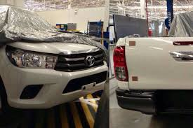 truck toyota 2015 peekaboo it u0027s the new 2015 toyota hilux