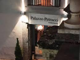 libreria petrucci palazzo petrucci a napoli ristorante itinerari turismo arte it