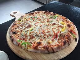 cuisine italienne pizza vrai pizza italienne four a bois picture of la plage d oumnass