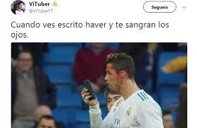 Cristiano Ronaldo Meme - los memes de cristiano ronaldo mirándose la herida a través del móvil