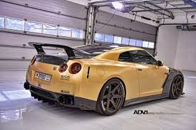 gold nissan car carbon u0026 gold nissan gt r looks beyond mean 33 pics gtr