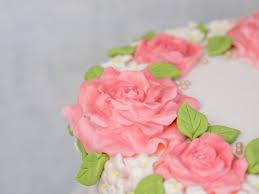 hochzeitstorte selbst gemacht einfache hochzeitstorte selber machen blumenkranz torte