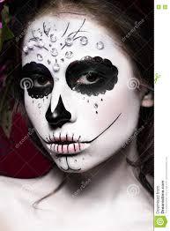 vrouw in halloween make up mexicaans santa muerte masker stock