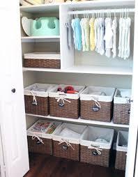 rangement chambre bébé organiser les affaires de bébé armoires ranger et bébé