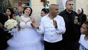 mariage mixte emotion après des manifestations racistes lors d un mariage mixte