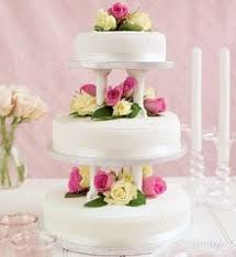 wedding cake ideas buy three various sized simple cakes from a
