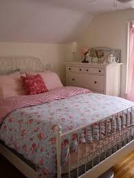 deco chambre shabby chambre à coucher idées déco chambre shabby chic motifs floraux