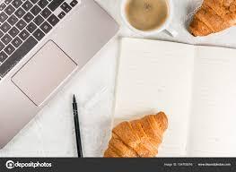 petit d駛euner au bureau pause café le petit déjeuner ou déjeuner au travail bureau au