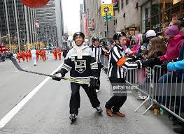 discover nhl thanksgiving showdown float at the macy s