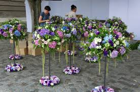 wedding flowers table decorations file flower table decoration wedding in budapest jpg wikimedia commons