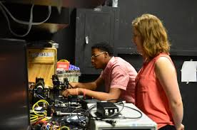 young scholars program local youth get hands on with leading edge